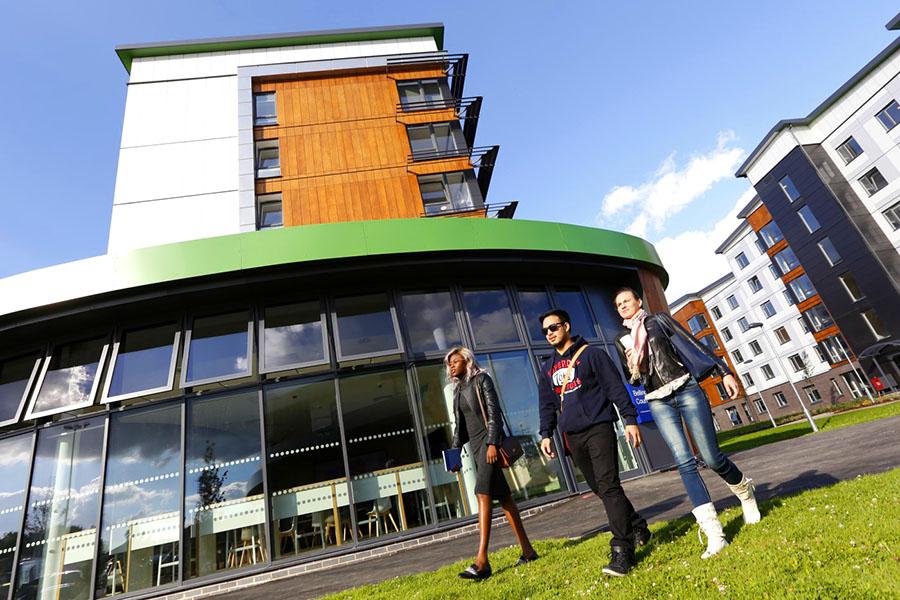 Du hoc Anh Hertfordshire university a3
